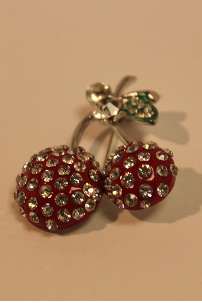 red Kooky accessories