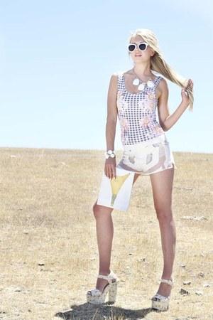 Kendra Scott necklace - Nasty Gal shorts - Topshop sunglasses