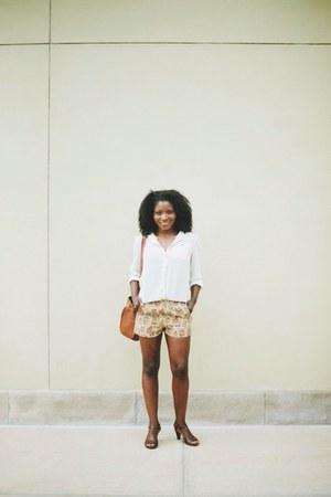 white H&M shirt - printed shorts shorts