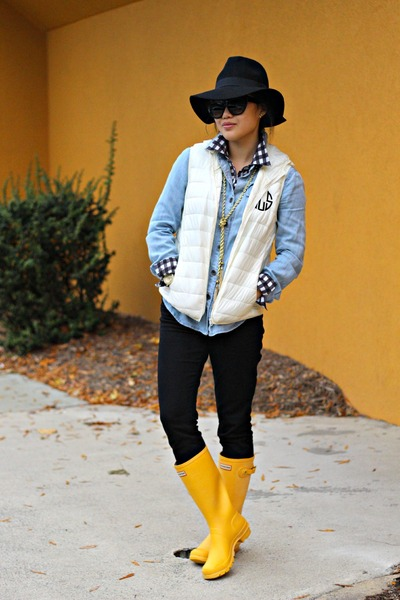 white monogrammed Silver Gallery vest - yellow Hunter boots
