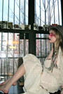 Off-white-vintage-dress-light-brown-vintage-hat-magenta-face-paint-nars-acce
