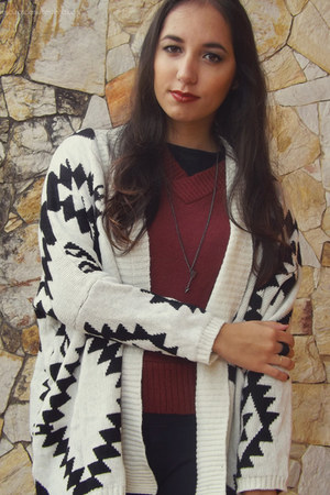 white knitted romwe cardigan - dark gray Ring & Tings necklace