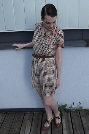 brown vintage necklace - dark brown Louche dress - brown Poetic License heels