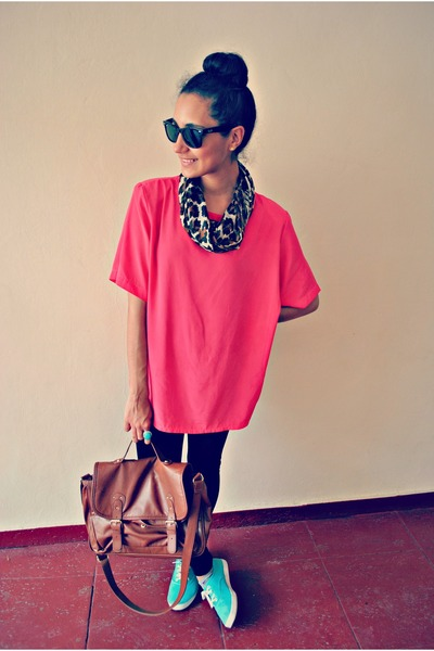 hot pink Kathy Lee blouse - black Forever 21 leggings - tawny Forever 21 bag