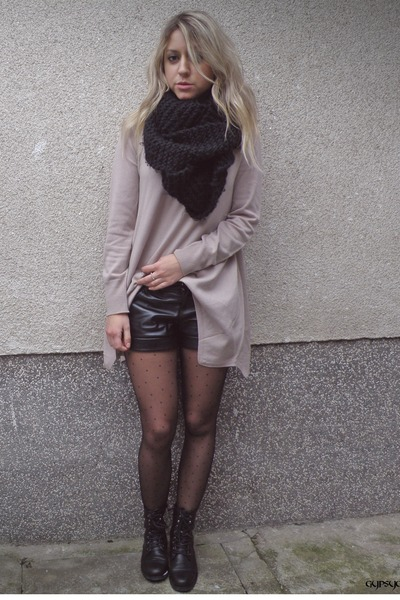 light pink H&M sweater - black leather shorts Bershka shorts