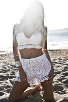 gold HAUTE & REBELLIOUS ring - white HAUTE & REBELLIOUS shorts