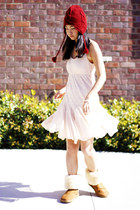 bronze boots - light pink dress - ruby red hat