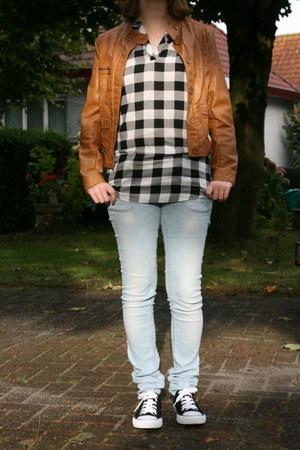 Vero Moda jeans - H & M jacket - C & A blouse - van haren sneakers
