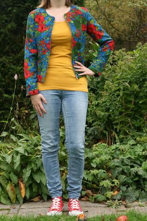 blue floral jacket Zara jacket - mustard mustard t-shirt Takko fashion t-shirt