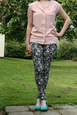 light pink nude blouse Primark blouse - black floral tregging H &  M pants