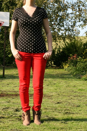 black H & M t-shirt - tan van haren boots - red red pants C & A pants
