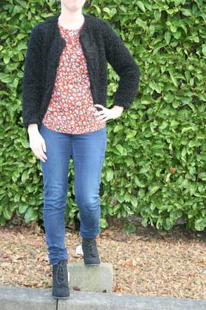 leopard t-shirt H & M t-shirt - van haren boots - tregging H & M pants