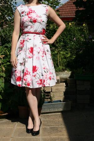 black black pumps van haren pumps - white floral dress C & A dress