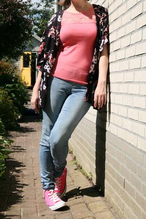 hot pink Converse sneakers - bubble gum lace t-shirt H & M shirt