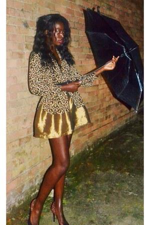 Ebay skirt - H&M shirt - TK Maxx belt - H&M heels