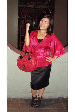 pink banana republic top - silver Guess accessories - red Guess purse - black pa