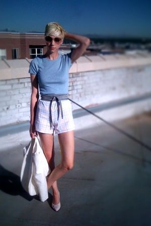 white thrifted shorts - gray thrifted belt - blue thrifted t-shirt - white Urban