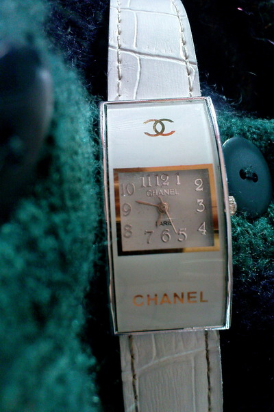 white Chanel accessories