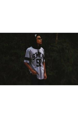 navy Levis jeans - white H&M hoodie - black Supra Thunder Low sneakers
