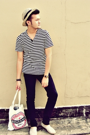 beige handmade hat - white hammer shirt - black Hugo Boss jeans
