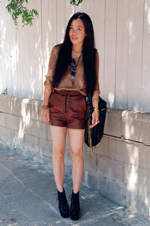 brown leather H&amp;M shorts - black CCSKYE bag - bronze Zara top