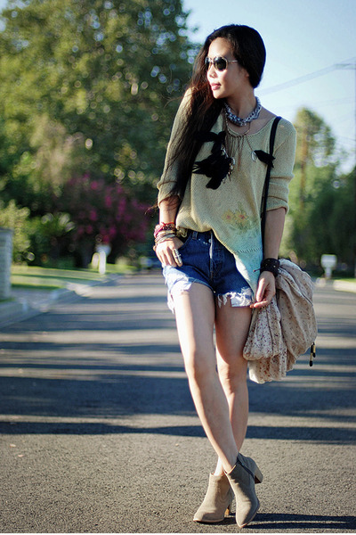 DV boots - Levis shorts - Forever 21 necklace