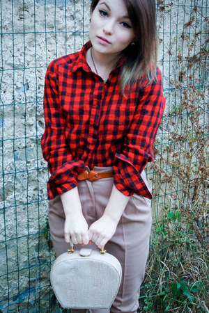 red Zara shirt - beige Pressburg Fashion bag