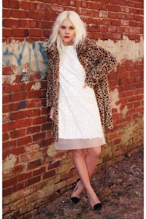 light brown Lucky Brand coat - white ERIN Erin Fetherston dress