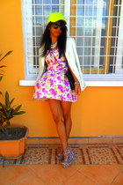 magenta Flower Print dress - yellow neon cap hat - white Printemps blazer