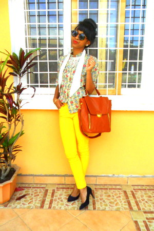 burnt orange bag - yellow jeans - olive green floral shirt - H&amp;M sunglasses