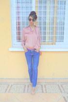 pink blouse - blue jeans - light pink floral pumps - orange clutch wallet