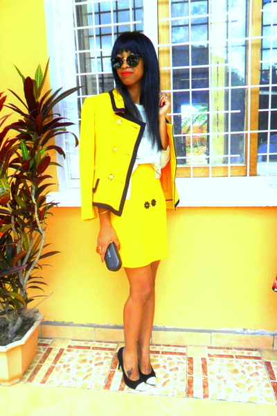 yellow blazer - yellow skirt - black cap toe heels