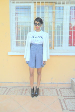 white Printemps blazer - black boots - navy polka dots jupe culotte shorts