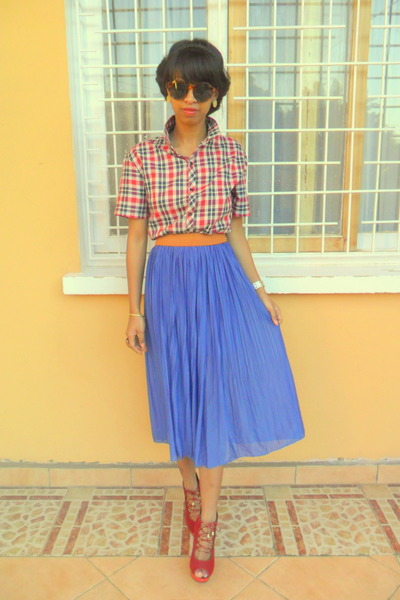 blue skirt - red lace up sandals
