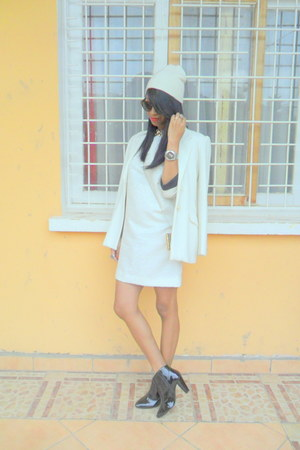 white vintage dress - black boots - ivory Printemps blazer
