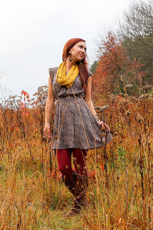 thrifted vintage dress - modcloth scarf
