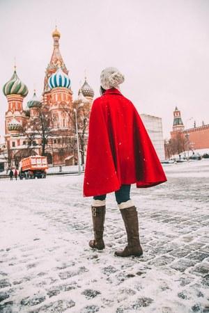 hemp Prana hat - red modcloth cape