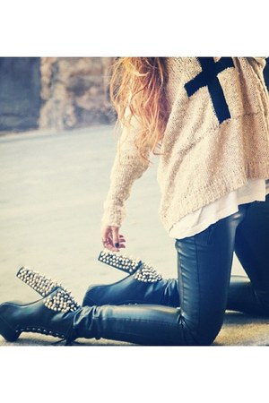 peach sweater - black boots - dark gray leggings - ivory shirt - gold ring