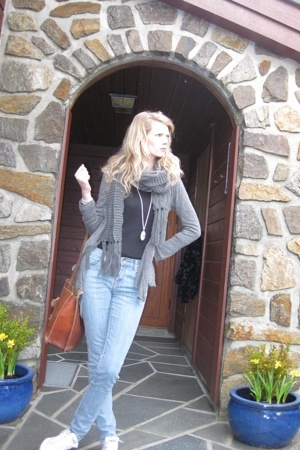 KappAhl jacket - Dr Denim jeans - vintage purse - Vila scarf - Converse shoes -