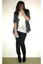 emporio armani blazer - Urban Outfitters t-shirt - French Connection leggings -