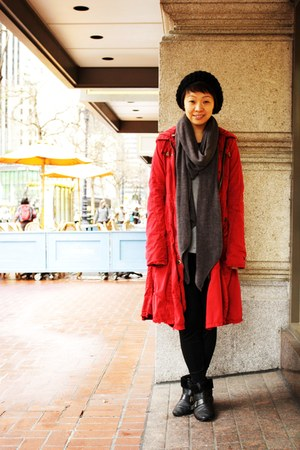 red trench da nang coat - heather gray merino wool BCBG cardigan