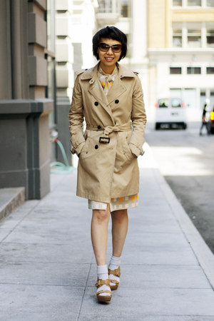 tan trench coat woolrich jacket - dark brown Marc by Marc Jacobs sunglasses