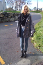 black H&M shoes - gray Bik Bok coat - black GINA TRICOT gloves - GINA TRICOT pan