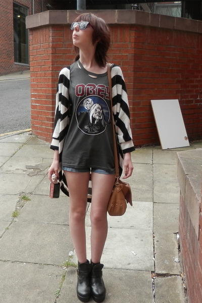 charcoal gray obey t-shirt - blue Primark shorts - white River Island cardigan