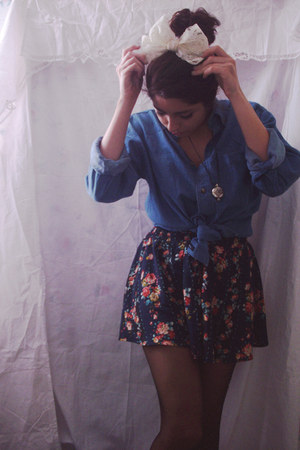navy skirt - light blue shirt - neutral lace bow accessories
