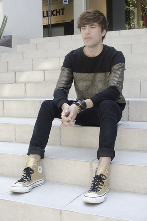 H&M jeans - Zara sweatshirt - Converse sneakers - H&M bracelet - H&M ring