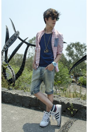 H&M shorts - H&M Kids shirt - ray-ban sunglasses - Adidas sneakers