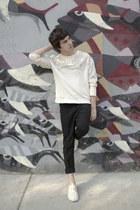 H&M sweatshirt - H&M pants - Lacoste sneakers