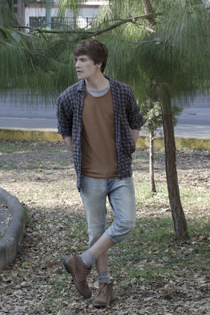 pull&bear t-shirt - Frank Wright boots - Zara shirt - H&M shorts