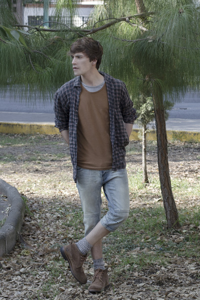 Frank-wright-boots-zara-shirt-h-m-shorts-pull-bear-t-shirt